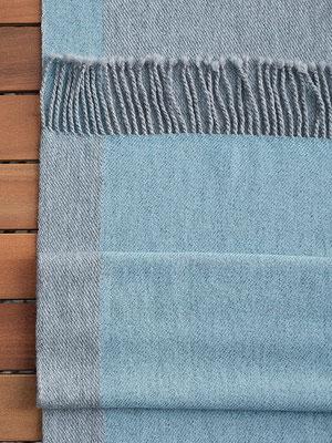 Grau und frisches Hellblau