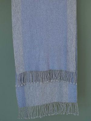 Dezent frisch: Lavendel und Grau