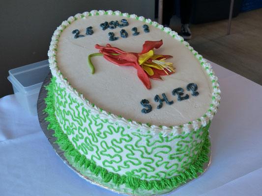 Le magnifique gâteau est une réalisation de Mme. Marie Gilbert, membre de la SHEP.