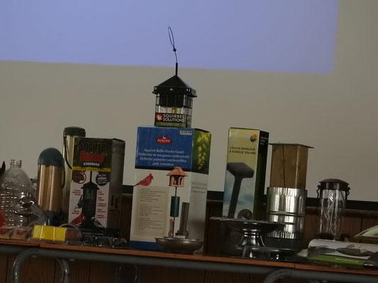 Quelques étéments visuels et concrets de la conférence dont lesparticipants ont pu maniputer.