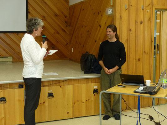 Mme. Claudette Roberge remercie le conférencier M. Serge Beaudette.