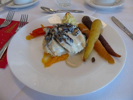 Le plat principal : Poulet farci aux champignons sauce crémeuse.