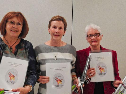 Les trois gagnantes du concours ''Jardins privés 2018''. De gauche à droite: Mme. Paulette Camirand de Donnacona, 2e choix du public; Mme. Suzie Gagné  de Deschambault-Grondines, 1er choix du public et Mme. Pauline Jacques de Donnacona 3e choix du public.