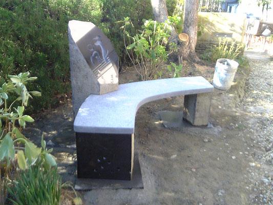 石のベンチ&モニュメント