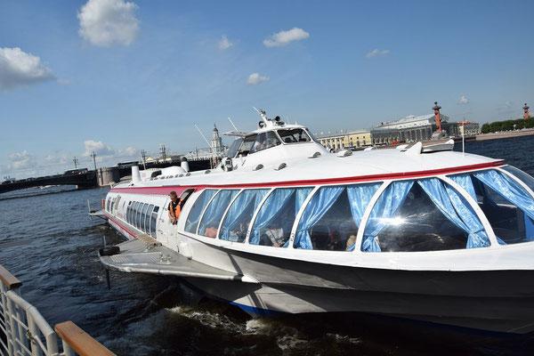 Tragflächenboot von Sankt Petersburg zum Peterhofer Park