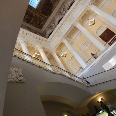 Главная лестница Михайловского дворца