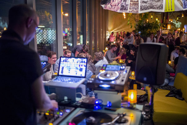 dj corporate event berlin two deep monkey bar 2