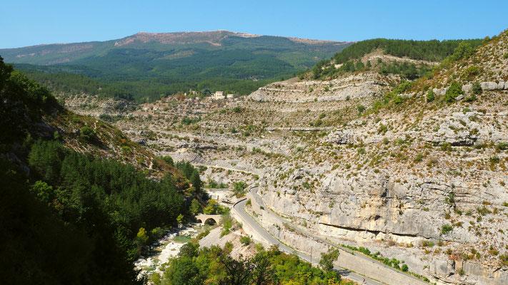 Les gorges de la Méouge. Izon Nature : hébergements et table d'hôtes insolites et écoresponsables dans la Drôme Provençale, trek dans la Méouge