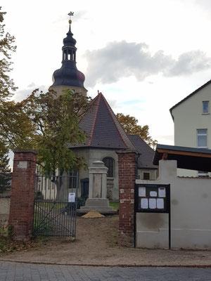 Kriegerdenkmal nach bzw. bei der Restaurierung