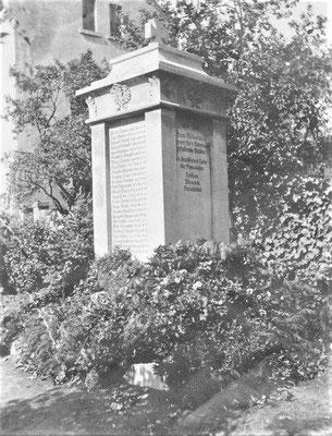 Postkarte zum Kriegerdenkmal zu früheren Zeiten inkl. Eisernen Kreuz