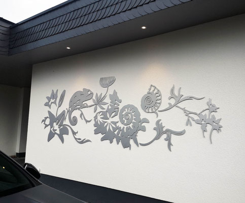 creation | gelasertes Aluminium | Wandinstallation ca. 4 m breit
