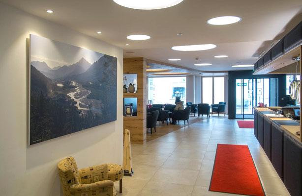 Rezeption, Hotel Mohren, Reutte, Wandbild 120 x 210 cm