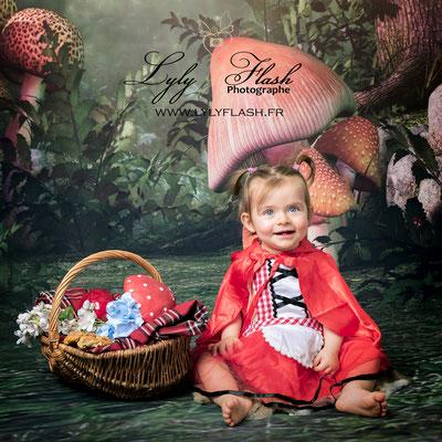 photo portrait bébé princesse petit chaperon rouge en studio par photographe professionnel