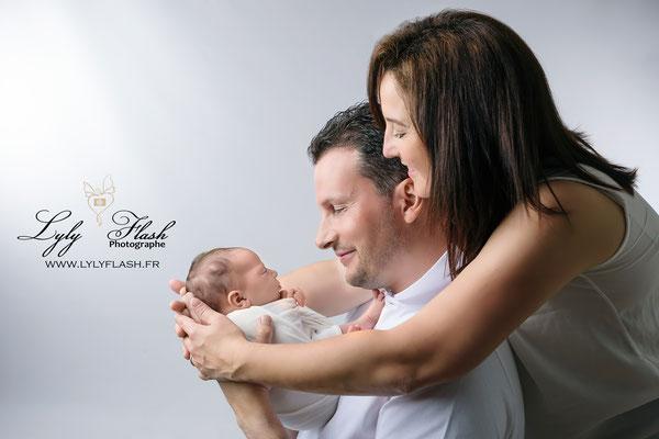 un portrait de famille en 2018 une séance photo souvenir par votre photographe lyly flash spécialite du portrait de bébé