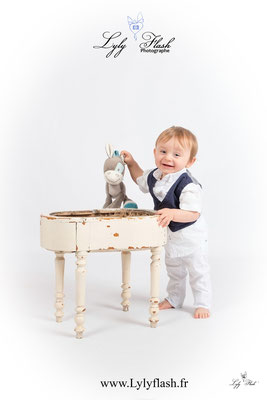 Photographe de bébé en studio photo dans le var