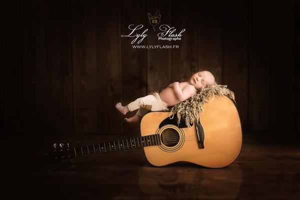 photographe de musique pour bébé à la naissance