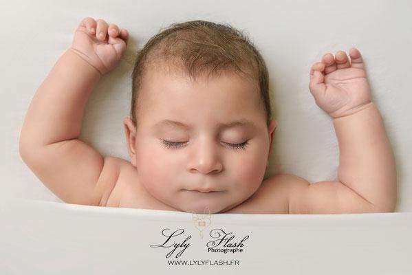 photographe bébé 3 mois studio photo bébé dort