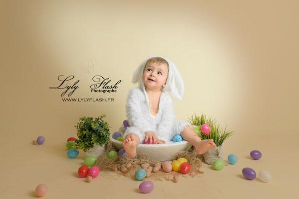 photo bébé en mode lapin de pâques pour séance photo depâques dans le var