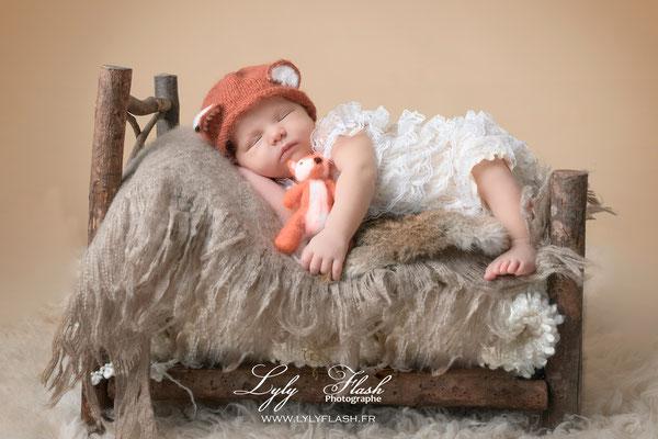 une princesse de sanary pour une séance photo naissance sur le thème du renard