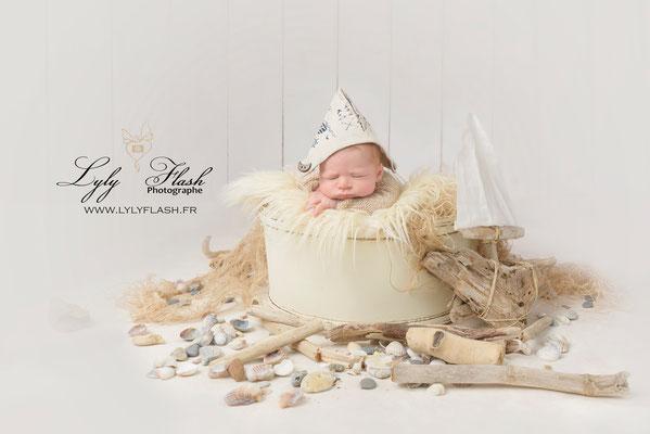 #photographe #lylyflash photographe lavandou bébé dans un décor tout doux de bois flotté thème marin