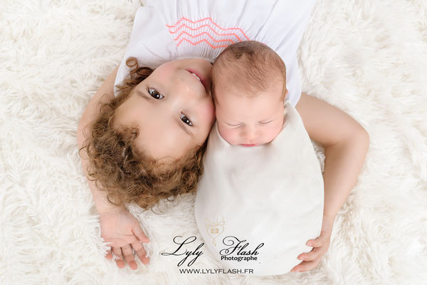 un portrait entre sœur réalisée par la meilleure photographe de France En studio photo dans le var Près de Carces au val 83143