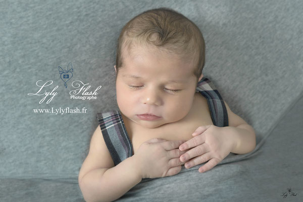 bébé nouveau-né dort photographe var 83 photo studio