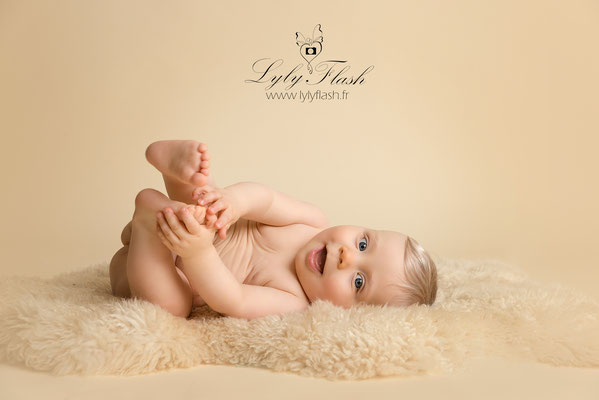 sourire de bébé à monaco photographe en studio photo