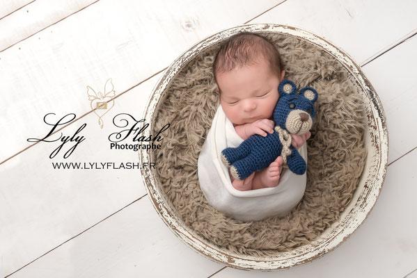 photo bébé monaco naissance nouveau-né avec doudou