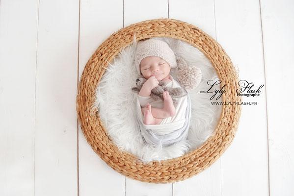 photo cocooning naissance bébé photographe naissance draguignan lyly flash