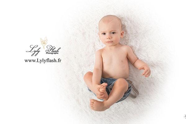 photo de bébé sur le dos photographe brignoles dans le var Var 83