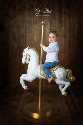 photographe bébé Toulon Marseille Monaco cheval de manége
