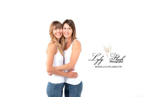etre amoureuse couple de femme en couple photo de famille pres de Draguignan
