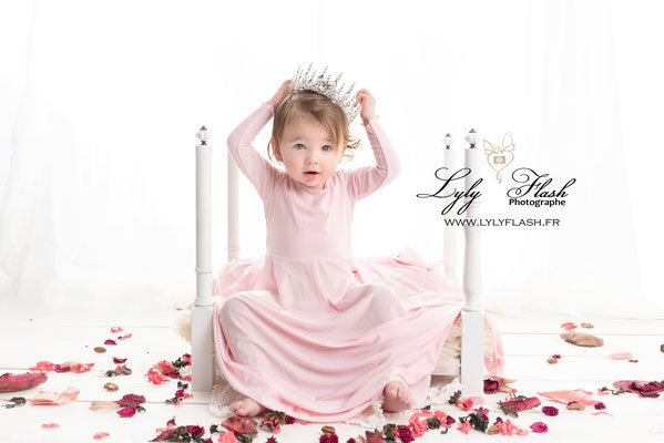princesse photo de bébé 12 mois en studio photo près de Brignoles