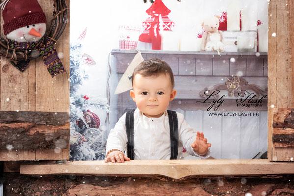 photographe pour enfant a noël Décor magique et féerique studio photo Toulon Draguignan fréjus cuers garéoult saint raphel saint tropez  rocbaron