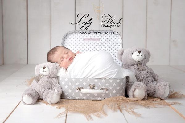 photographe naissance bébé artistique valise Monaco