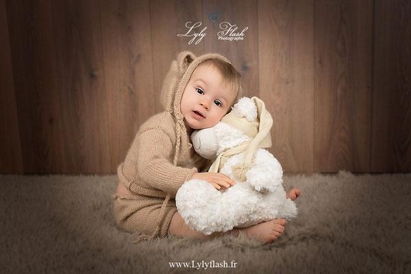 photographe pour bébé de 12 mois en studio photo