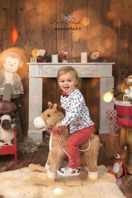 photo studio décor noël photographe enfant Sollies pont