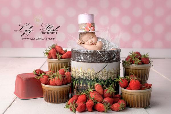 Photographe naissance bébé  envie de fraises