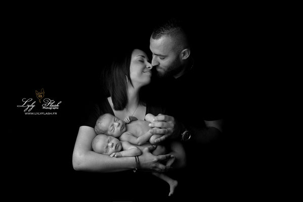 Photographe naissance bébé  en famille