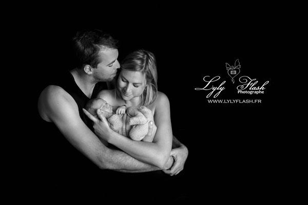 photographe naissance famille noir et blanc