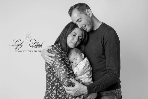 photographe bébé 3 mois studio photo et sa famille en studio photo