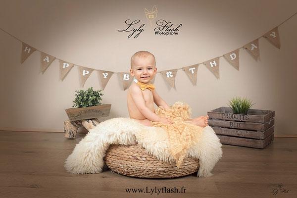 photo d'anniversaire bébé 1 an dans le var par photographe professionnel 83
