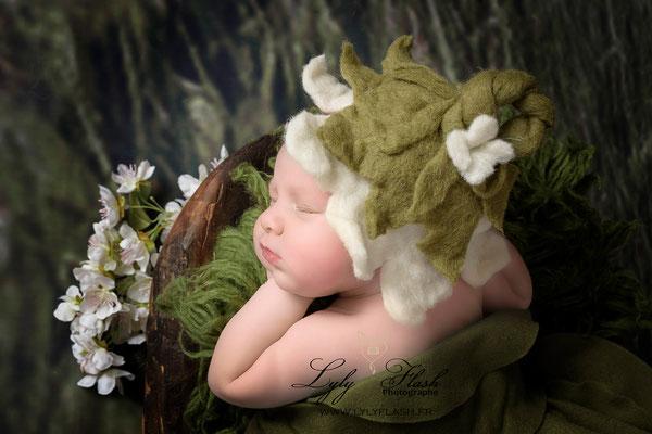 photo portrait de bébé a la naissance une petite fée version la fée clochette par lyly flash photographe d'art en studio près de fréjus