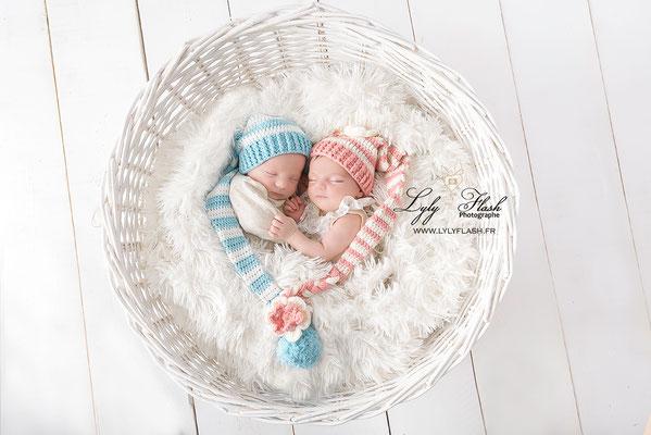 photographe proche de monaco. célébration naissance de jumeaux fille et garçon bleu et rose en cocoon