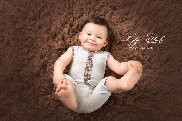 photographie de bébé 10 mois par lyly flash photographe spécialisée dans la photographie de bébé