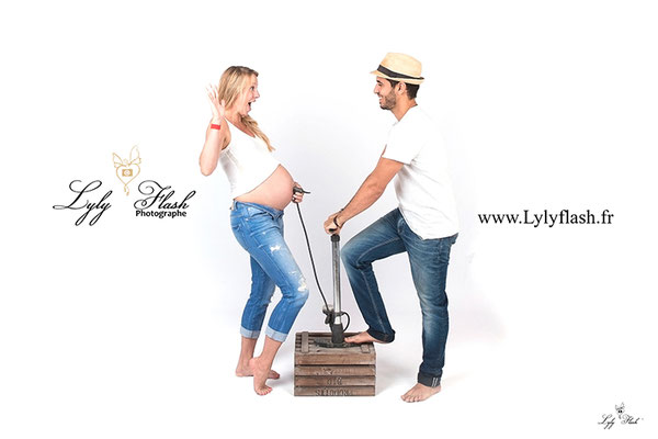 photo couple humour originale gonfle le ventre par photographe draguignan