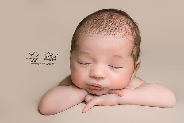 photographe nouveau-né  bébé Rougiers