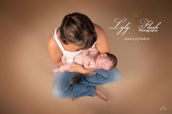 photographie maman et bébé qui dort par lylyflash photographe var