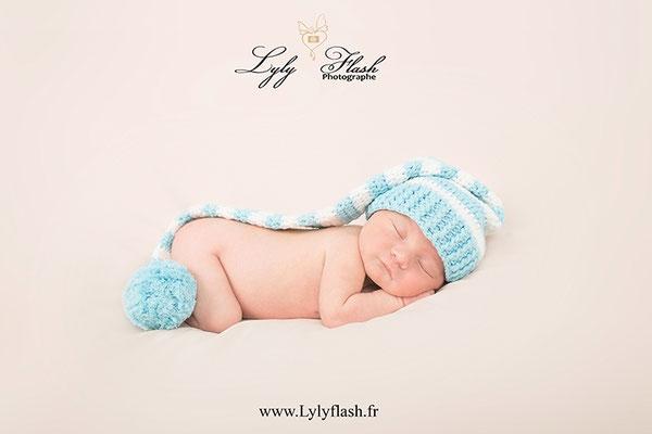 bébé naissance bonnet de lutin photo de photographe de le var