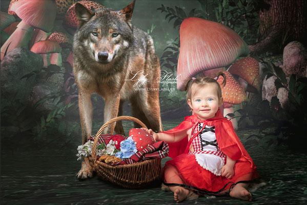 photographe pour enfant et bébé en studio le petit chaperon rouge. Studio photo entre saint raphael et toulon et brignoles